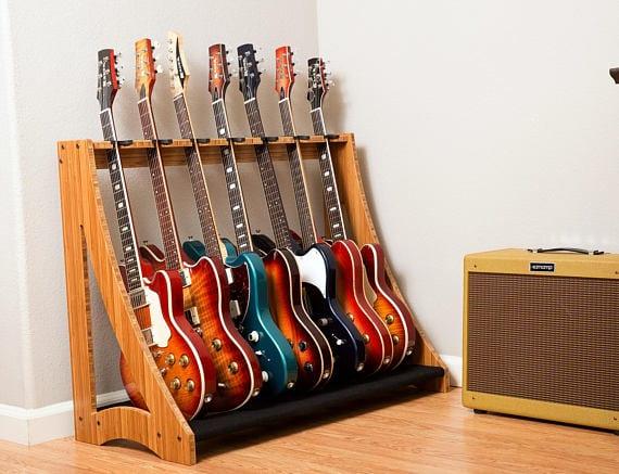 Móvel para guardar os baixos DRS-Racks-Alpha7-Guitar-Stand